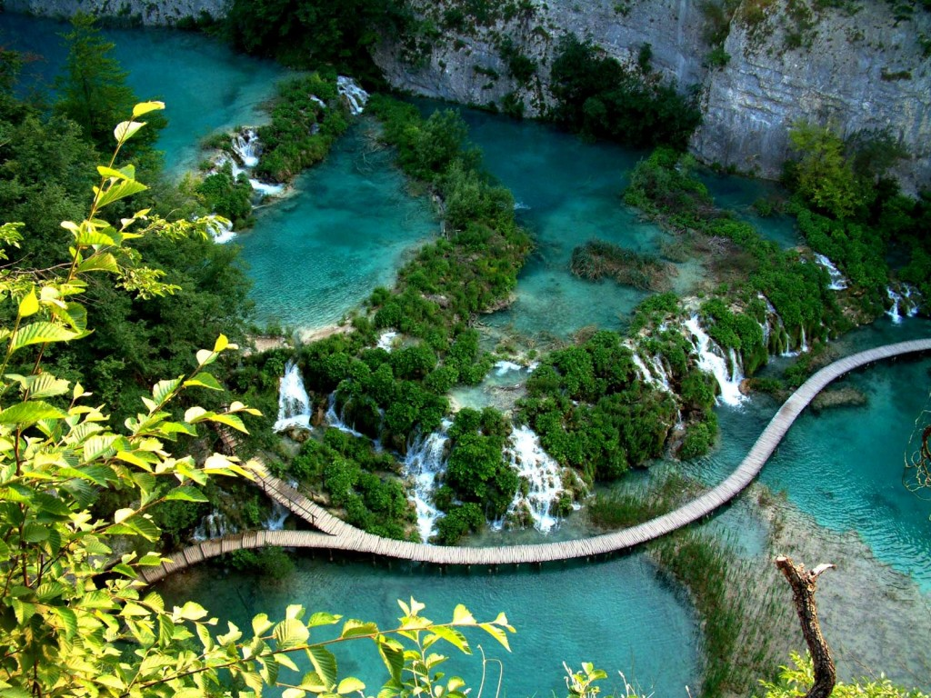 Small roads that lead you through Plitvice